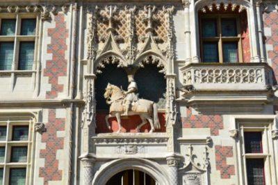 Visite guidée du château de Blois dans les château de la Loire avec un guide privé de l'agence de guides touristiques Guides Tourisme Services