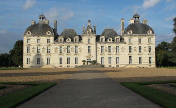 Visite guidée du chateau de Cheverny qui inspira Hergé pour créer le château de Moulinsart dans la bande dessinée Tintin