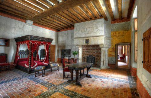 Visite guidée de la chambre de Léonard de Vinci au château du Clos Lucé dans les châteaux de la Loire. Photo de Léonard de Serre sous la Licence Creative Commons Attribution-Share Alike 3.0 Unported, sans modification.
