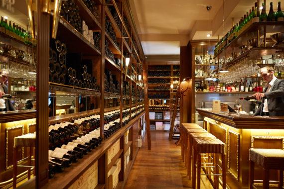 Dégustation de vins dans Paris pour une expérience culinaire avec un guide privé de l'agence de Guides touristiques Guides Tourisme Services